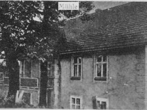 Dom młynarza i młyn dworski po 1930r.